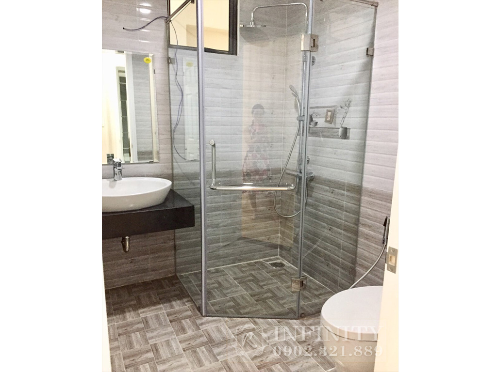 Bán căn hộ Everrich Quận 5 nội thất bao đẹp diện tích 80m2 - phòng tắm kính