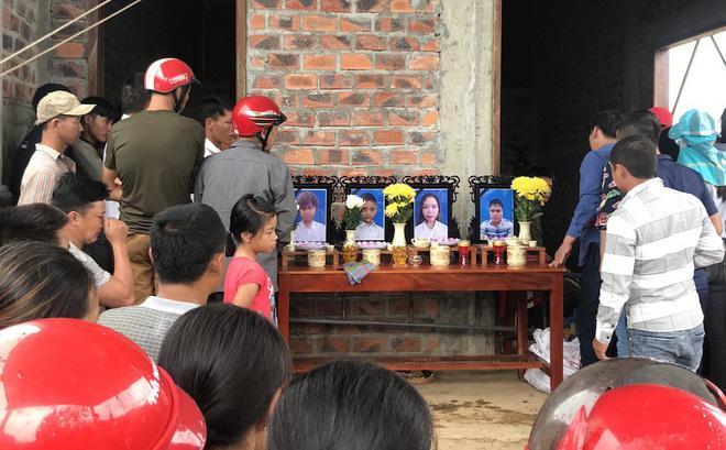 Cả gia đình treo cổ tử vong: Cha già chết lặng bên 4 chiếc quan tài trong căn nhà xây dở