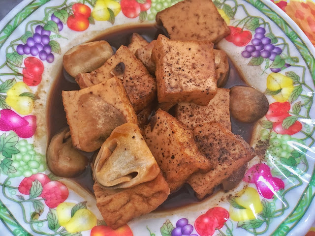 Stirred fried tofu and mushroom with pepper