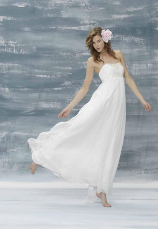 beach wedding dresses white beach wedding dress Beach Wedding Dresses The Dress Fabric Really Matters Picture