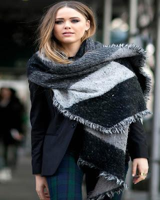 outfit con bufanda grande