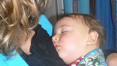 ¿Cuando dormirá mi bebé toda la noche? ¿debo dejar llorar a mi bebé?