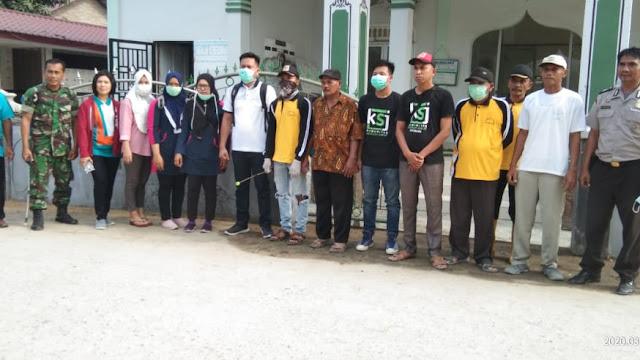 Ketua Koordinator KSJ Ahmad Yani. SH,  Melakukan Semprot Disinfektan di Masjid Desa Gunung Bandung