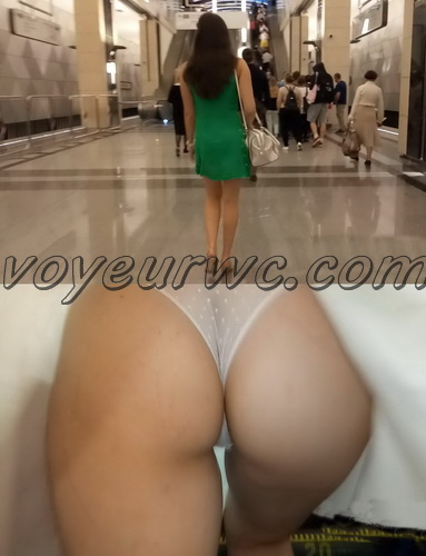 Upskirts 3806-3825 (Secretly taking an upskirt video of beautiful women on escalator)
