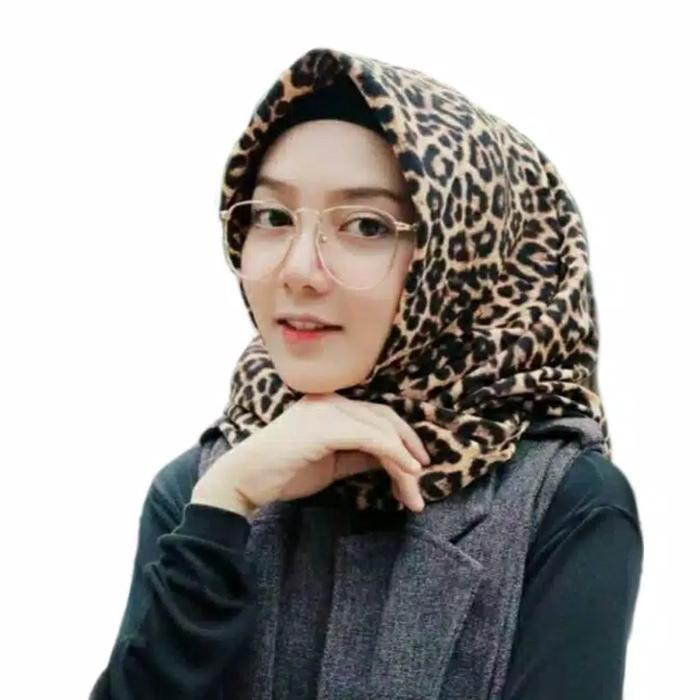 Jual Jilbab Segi Empat Motif Macan Loreng Anggun MAXMARA