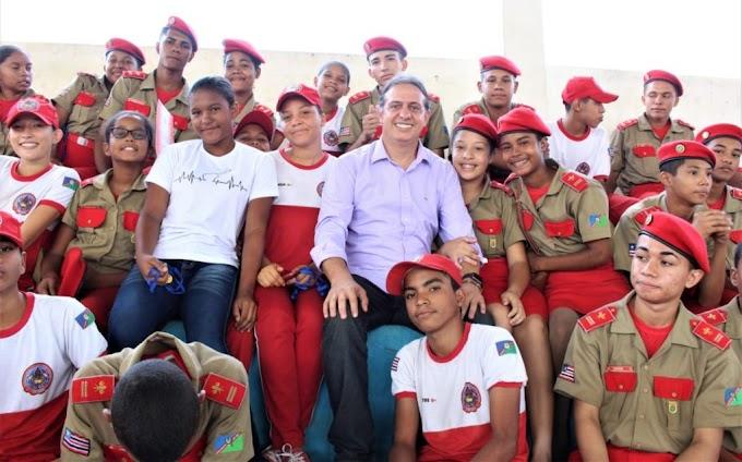 CAXIAS - Prefeito Fábio Gentil anuncia abono salarial a professores em solenidade escolar