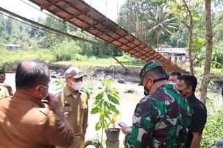 Tinjau Jembatan di Desa Hapoltahan Putus Akibat Banjir, Bupati Taput: Pengerjaan Pembangunan Dimulai Besok