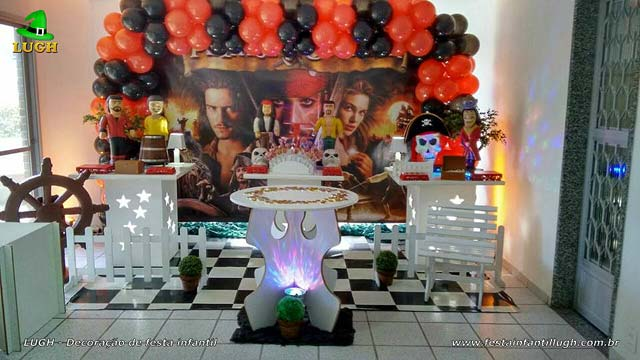 Decoração provençal simples para festa de aniversário infantil tema Piratas do Caribe