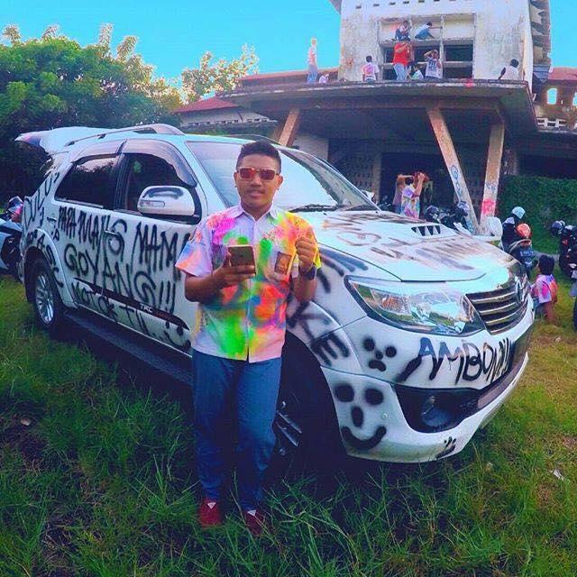 HEBOH ! ! Mobil Fortuner Seharga 350 Juta Di Corat Coret Hanya Untuk Merayakan Kelulusan,JANGAN DITIRU