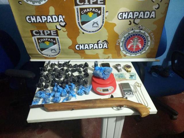 Cipe Chapada apreende arma de fogo, drogas e dinheiro em Utinga