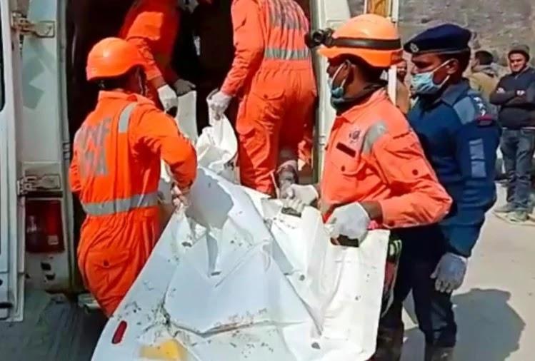 चमोली आपदाः सुरंग के अंदर मलबा हटाने का कार्य जारी