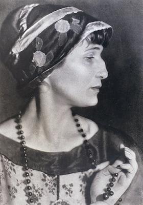 Анна Ахматова, 1924 г.  Фотограф Моисей Наппельбаум,