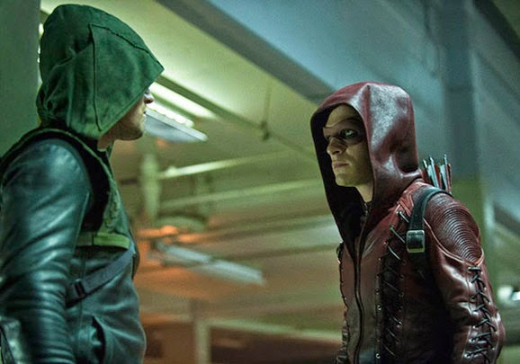 Arrow y Arsenal en el capitulo 3x01 de Arrow
