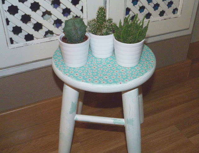 taburete-madera-chalk-paint-decapado-decoupage