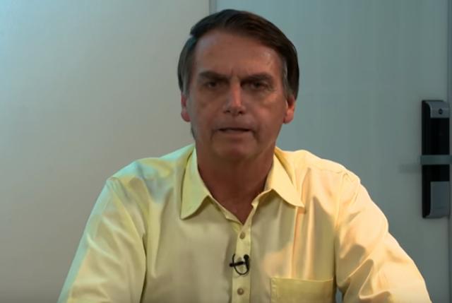 Bolsonaro defende idade mínima de 61 anos para homens e 56 para mulheres