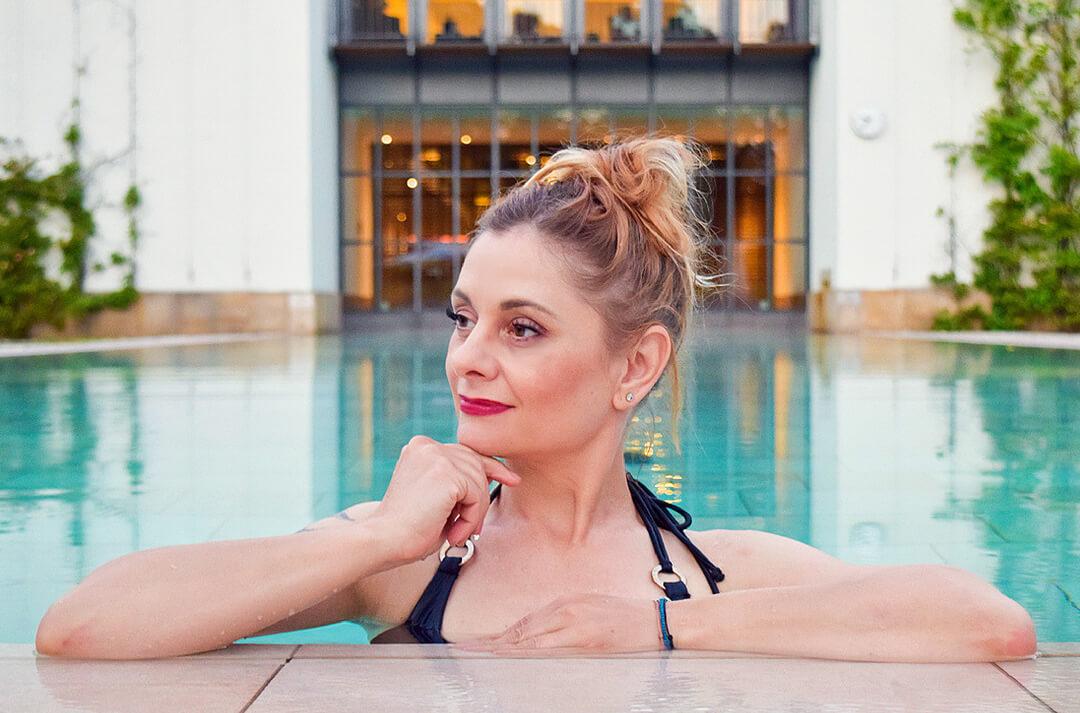Badeanzüge und Bikinis für Frauen mit Bauch
