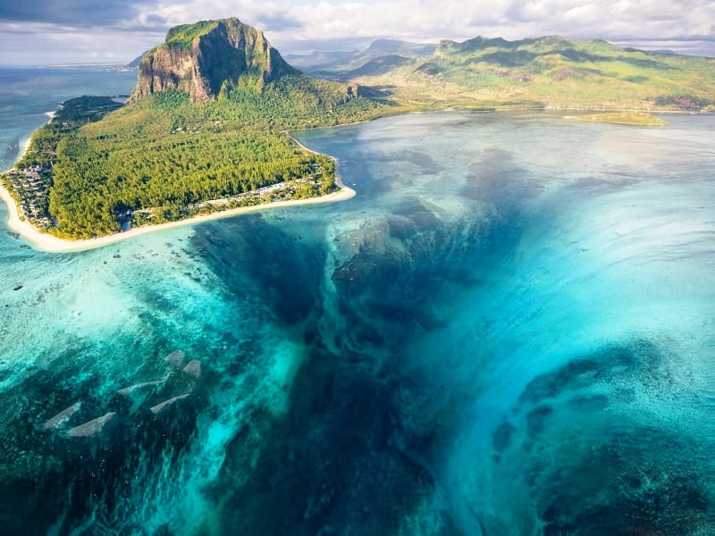 The Underwater Waterfall Illusion At Island of Mauritius