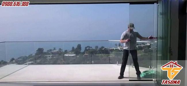 Thi công vách cửa kính an toàn chất lượng