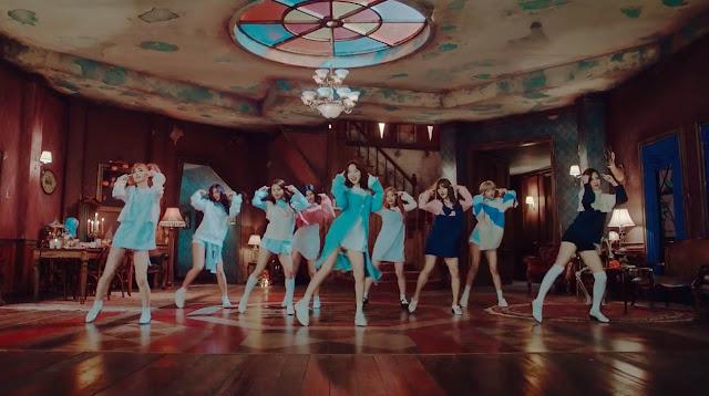 """Tayangan MV """"TT"""" TWICE Menjadi Grup Kpop Tercepat Raih 10 Juta"""