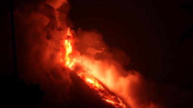 Setelah Gempa, Sekarang Gunung Soputan Meletus Dan Mengeluarkan Bubuk Vulkanik Setinggi 4 Km