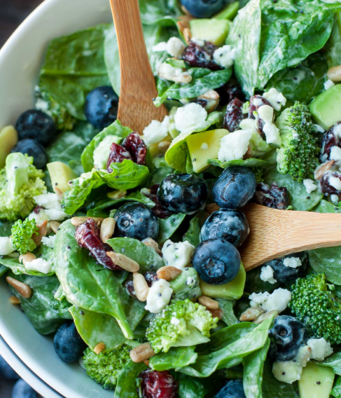BLUEBERRY BROCCOLI SPINACH SALAD WITH POPPYSEED RANCH #broccoli #spinach #dinner #salad #vegetarian