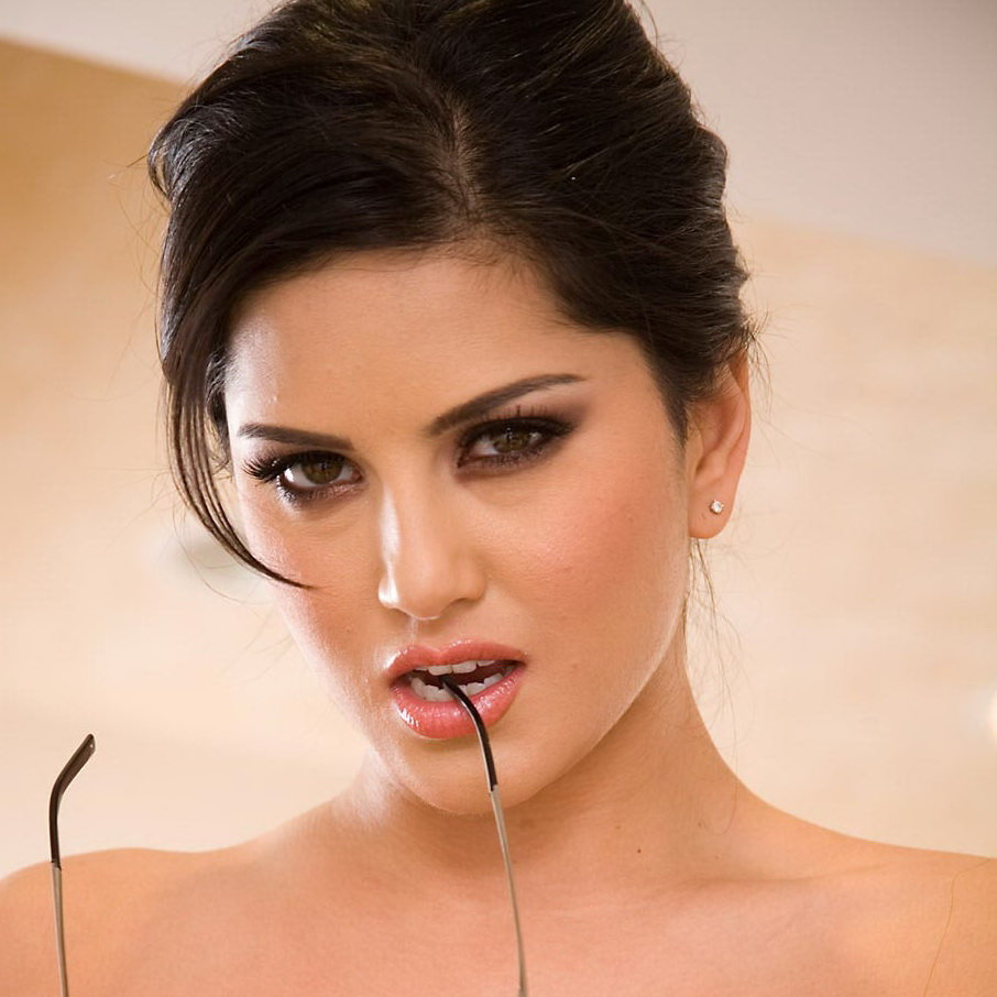 Sunny Leone Naked Sexy Photo