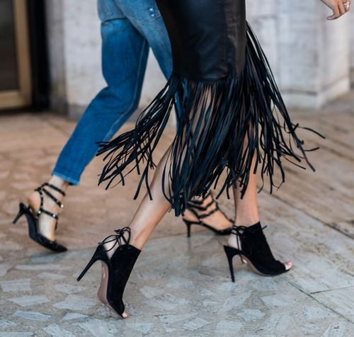 WHISPER blog: FRANJAS #franjas #look #modaderua #couro #passarela #desfile #estilo #fringes #outfit #streetstyle #catwalk #runway #style #blog #couro