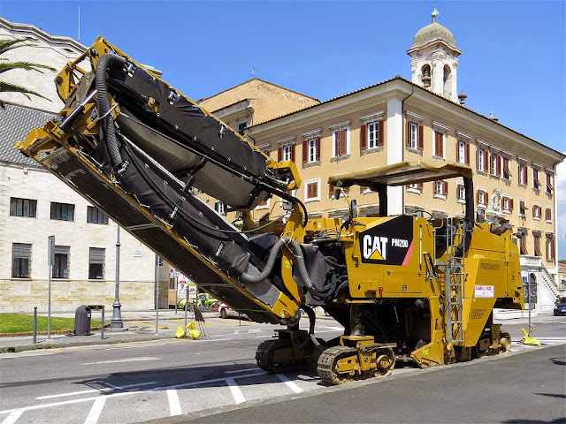 Cold milling machine, cold planer, piazza del Municipio, Livorno