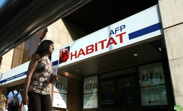 AFP Habitat propone subir edad de jubilación a los 70 años para nacidos en siglo XXI