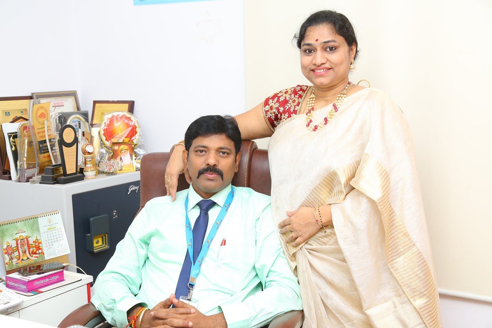 15th Wedding Anniversary Of Honeyy Group Chairman & Director Shri. Obulreddy Sir And Director Smt. Sree Latha Madam