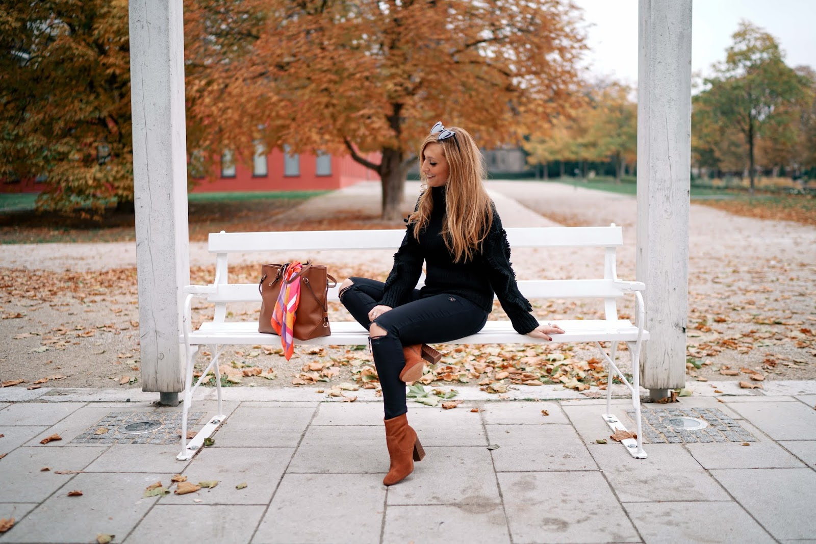 Winteroutfit-must-have-im-winter-justblack-conleys-pullover-in-schwarz-braune-wildleder-stifeletten-rollkragenpullover-fashionblogger-fashionstylebyjohanna.