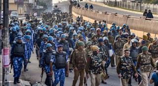Delhi Violence: उपद्रवियों को देखते ही गोली मार देने का आदेश
