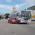 Colisão carro x ônibus na avenida Fonseca e Silva à altura do cemitério do Alecrim.
