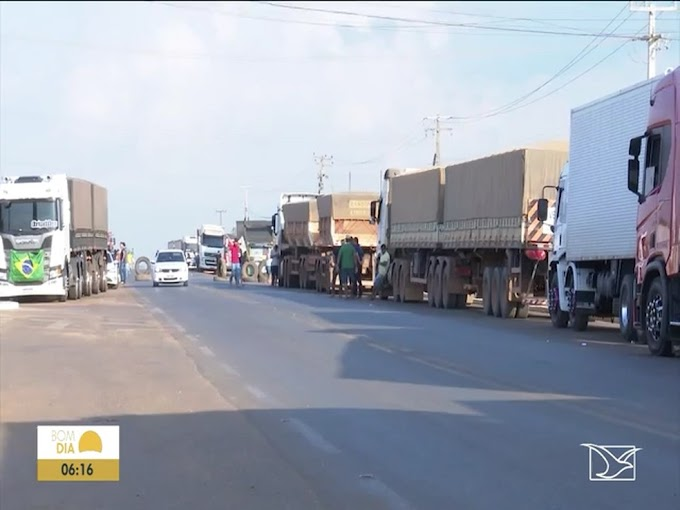 Após 24h, caminhoneiros continuam bloqueio na BR-230 no Maranhão