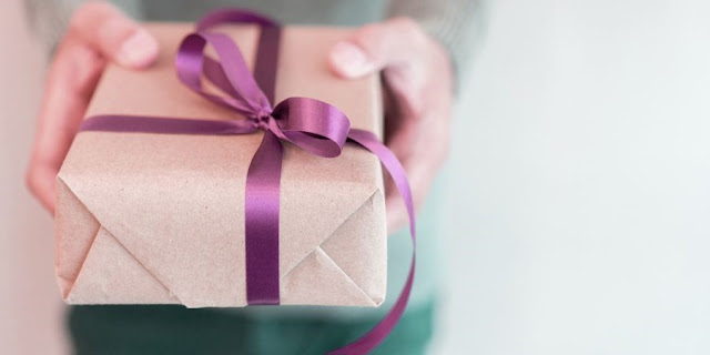 hadiah dalam kotak