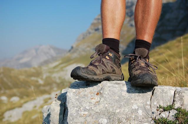 10 Tips Perlengkapan Persiapan Pendakian Gunung Tektok - Sepatu Trail Trekking Hiking