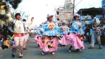 Foto de personas bailando Kullawada