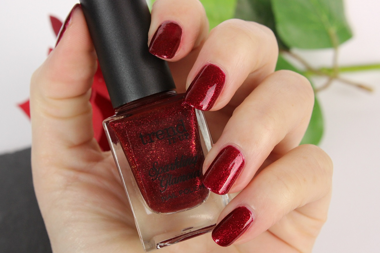 beauty, dm drogeriemarkt, drogerie, eigenmarke, glitter, glitzer, gold, herbst, le, limited edition, nagellack, nailpolish, review, rot, sparkling glamour, swatches, tiu, tragebilder, trend it up, trends,