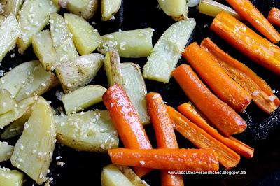Sesamkartoffeln und Honigmöhren aus dem Ofen