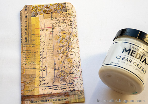 Layers of ink - Vintage Floral Tag Tutorial by Anna-Karin Evaldsson. Add the collage paper.