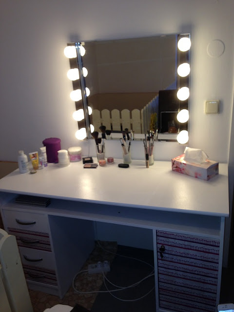 cosmetic table set with big mirror,vanity table with storage
