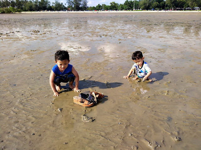 anak main lumpur air surut pantai morib