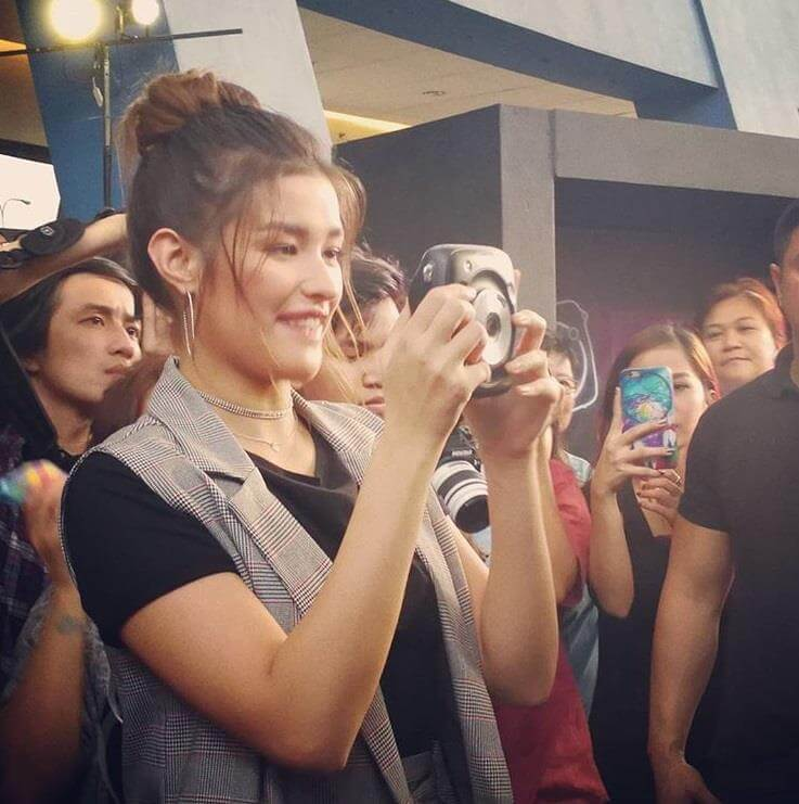 Liza Soberano Trying Out The Instax SQ10