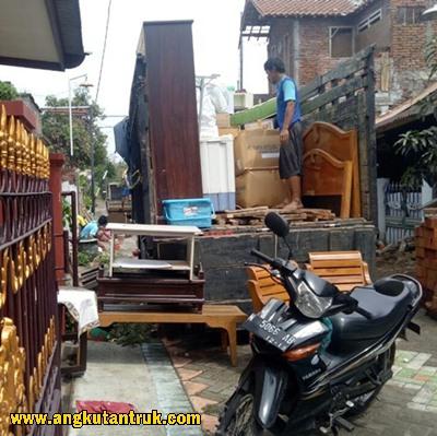 Jasa angkutan truk di Malang