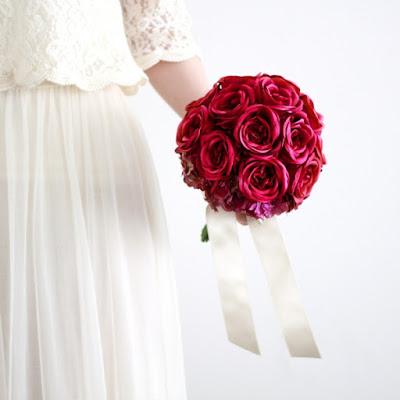 カップ咲きローズのブーケ(赤)-ウェディングブーケと花髪飾りairaka