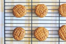3-Ingredient Keto Peanut Butter Cookies #desserts #cakerecipe #chocolate