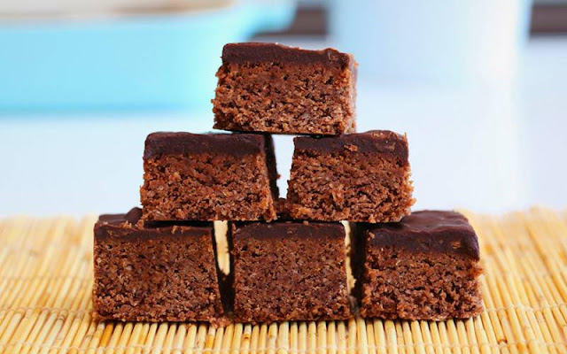 CHOCOLATE PEANUT BUTTER PROTEIN BARS,