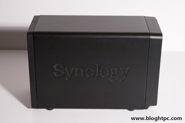 Lateral Synology DiskStation DS718+