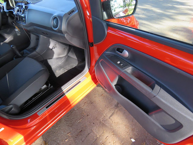 Volkswagen Up! Connect 2018 - acabamento interno