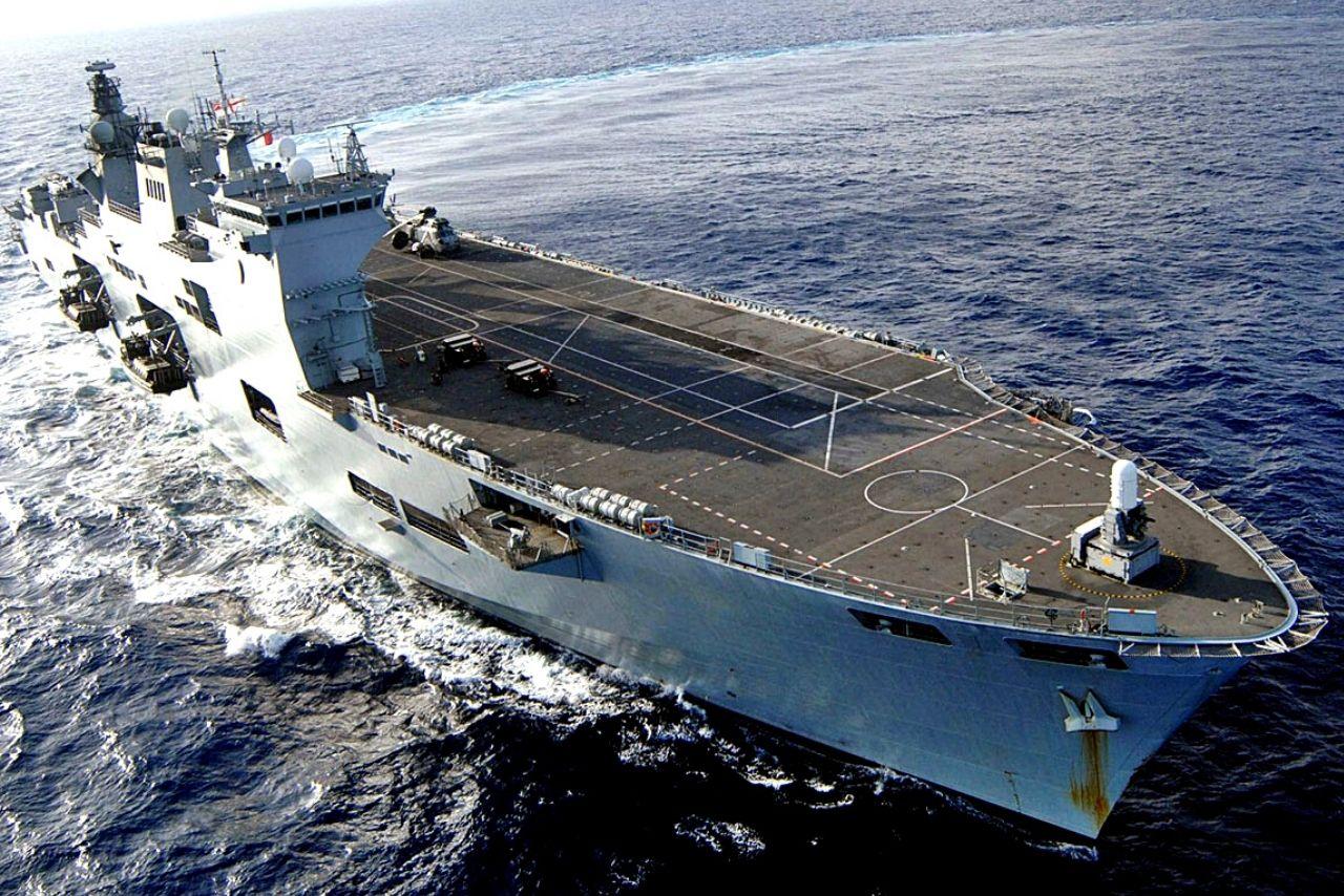 Maior navio do Brasil participa de exercício das Forças Armadas